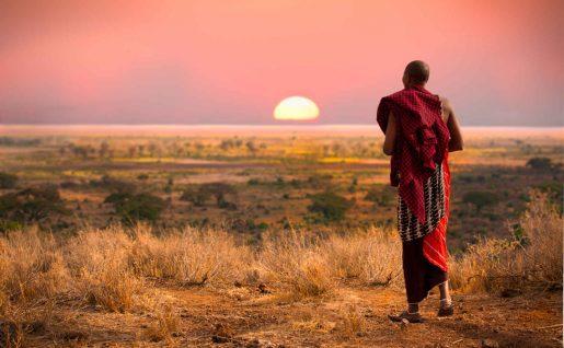 Guerrier Masai au coucher du soleil, Tanzanie