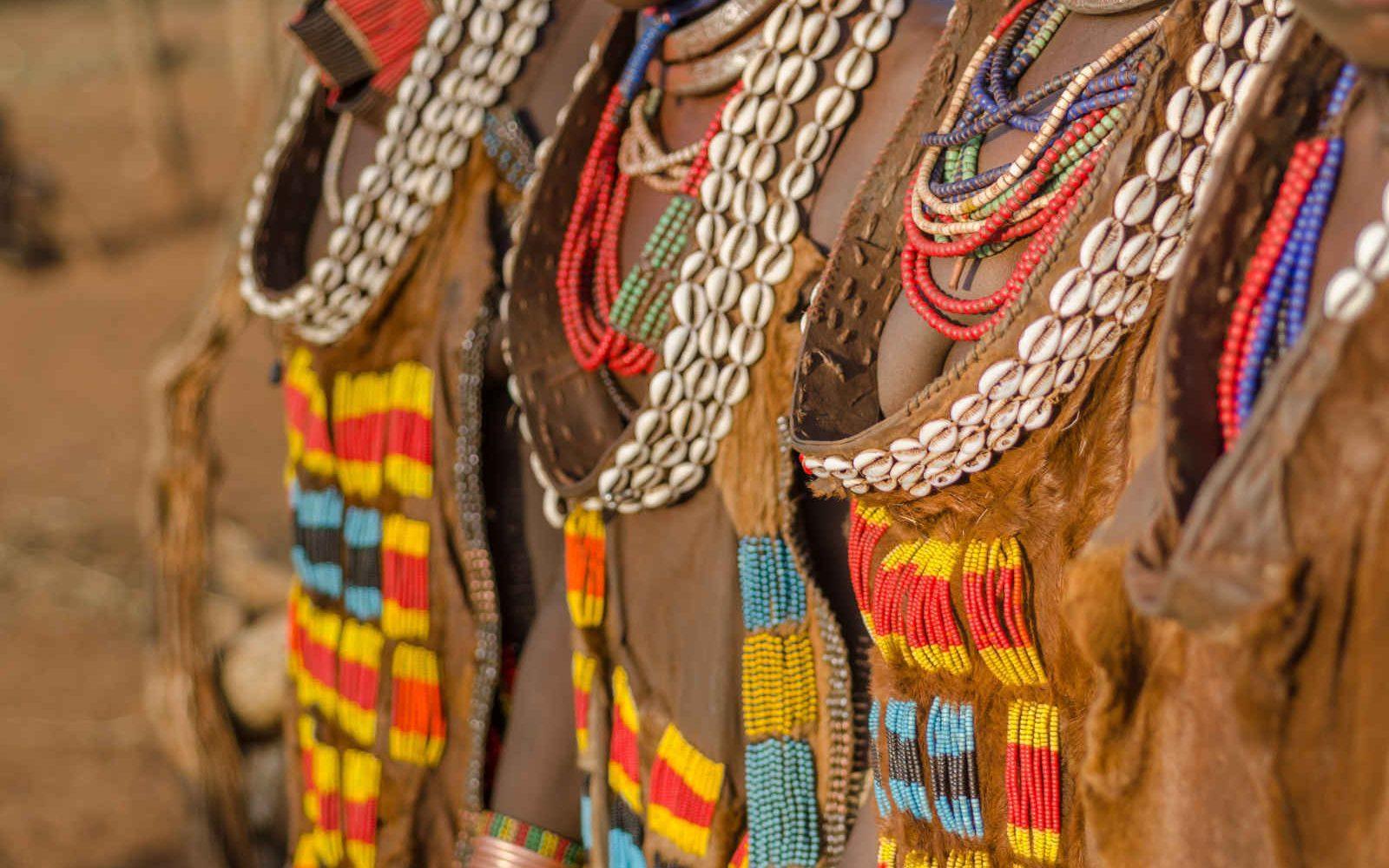 Parures de femmes hamer, Éthiopie