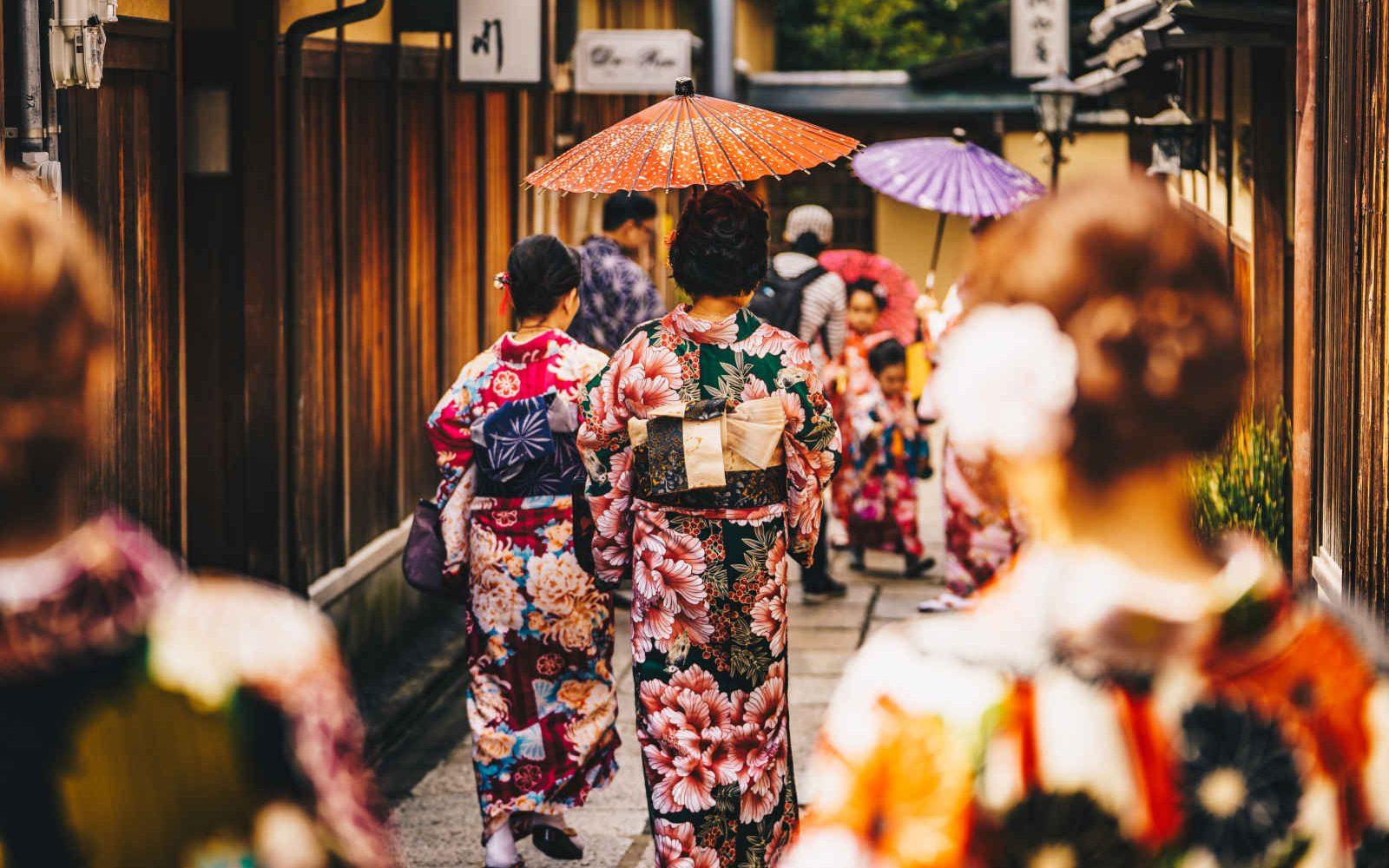 Femmes en kimonos traditionnels à Kyoto, Japon