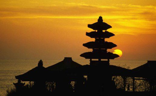 Temple de Tanah Lot au crépuscule, Bali, Indonésie