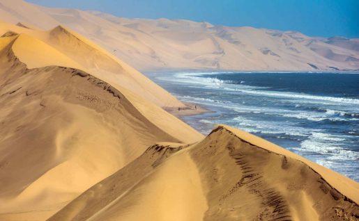 Dunes et mer, Walvis Bay, Namibie