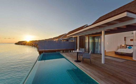 Villa sur pilotis coucher de soleil avec piscine