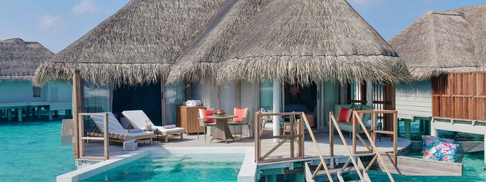 Grande villa sur pilotis avec piscine